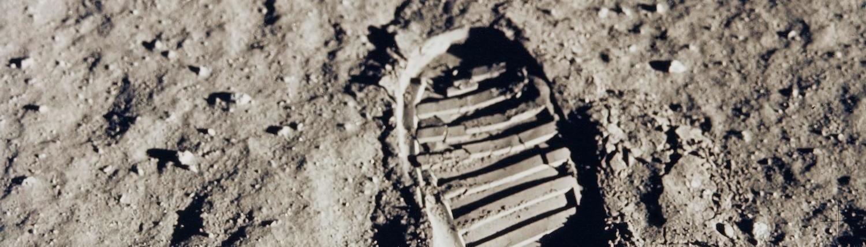 Fotografía de la huella de un astronauta